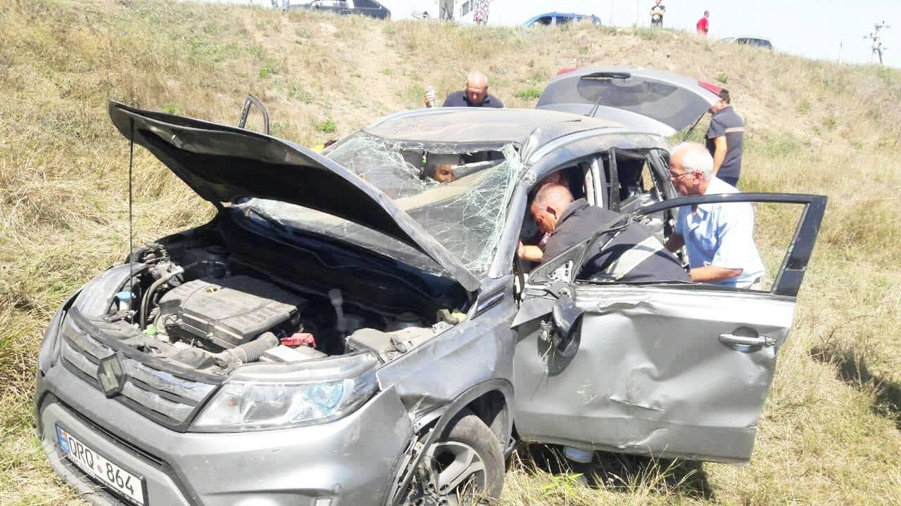 Подробности столкновения машины с поездом: трое пострадавших – в больнице (ФОТО)