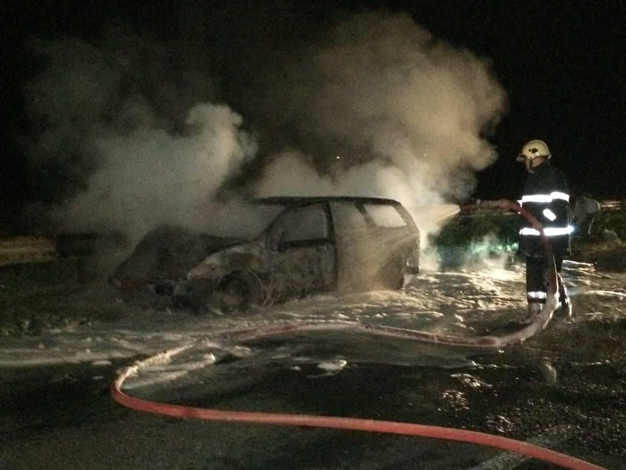 В Каушанском районе автомобиль с 4 взрослыми и ребенком загорелся на ходу