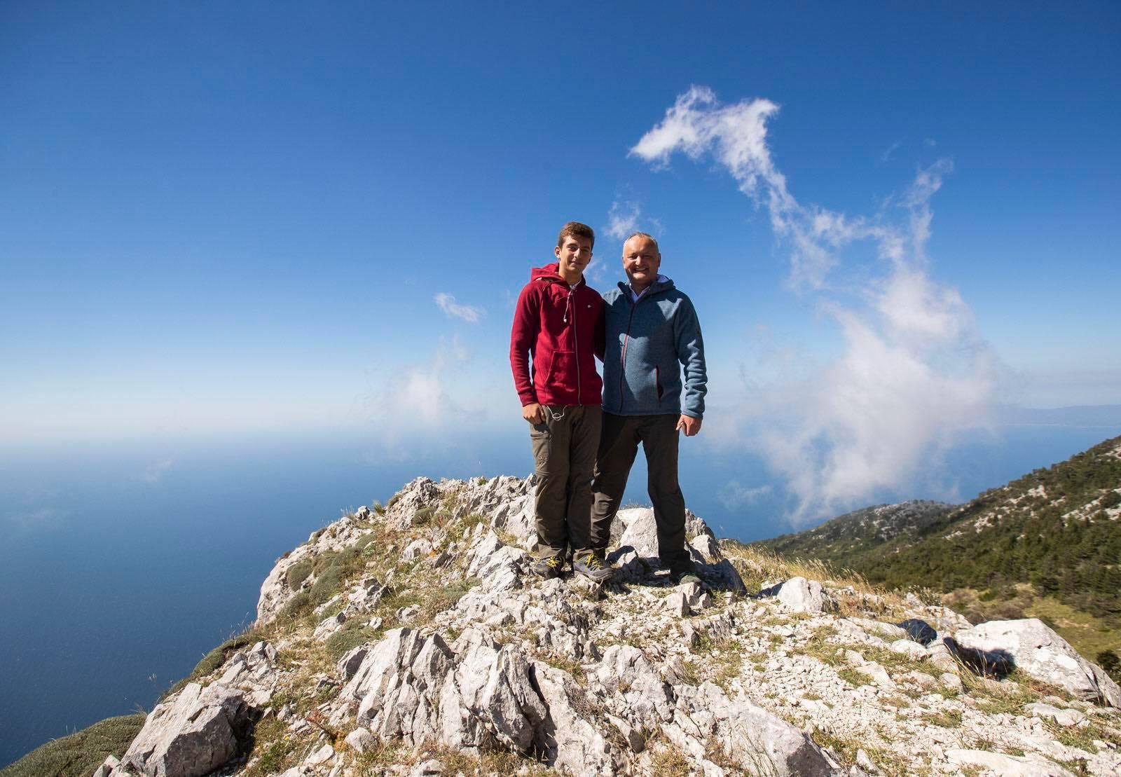 Первый этап преодолен: Додон с командой поднялись на Афон на 1500 метров над уровнем моря (ФОТО)