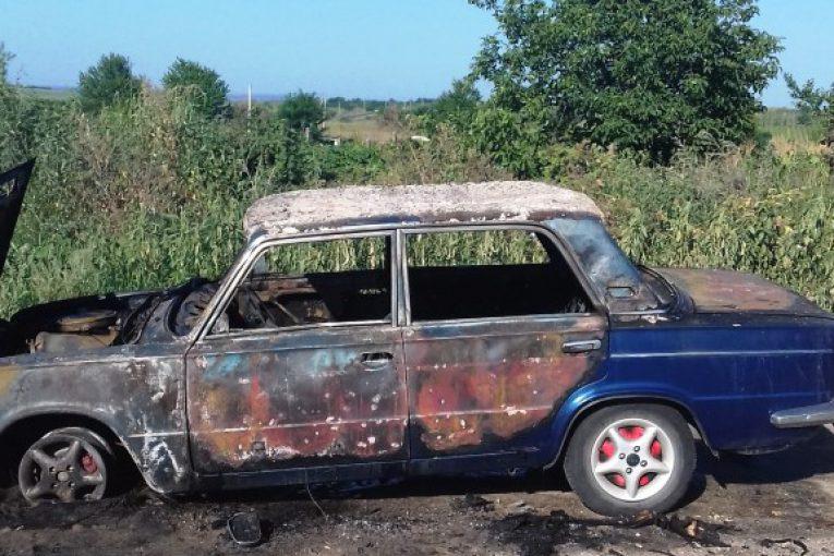 В Оргеевском районе дотла сгорел автомобиль (ФОТО)