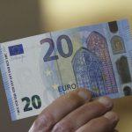 Курс валют на вторник: евро продолжает дешеветь