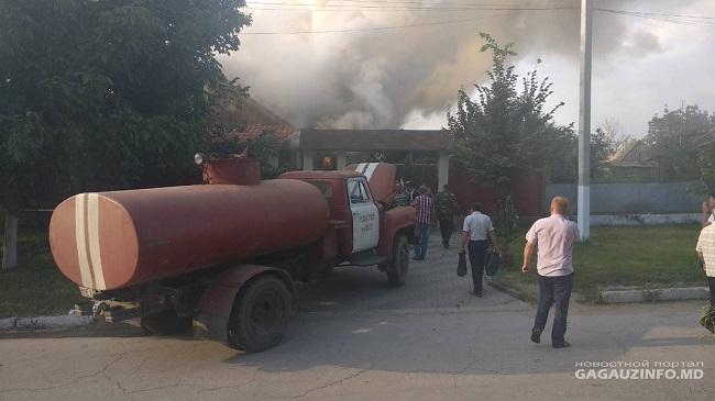 Пожар в Конгазе: по невыясненной причине сгорел дом настоятеля местной церкви (ФОТО, ВИДЕО)