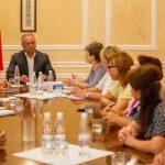 Жители Колоницы просят президента помочь им разобраться с беззакониями семьи Гимпу (ФОТО)
