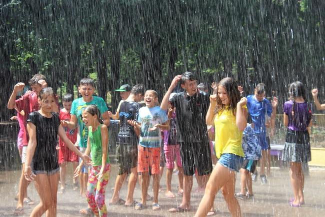 Дети в лагерях прошли новый инструктаж: спасатели научили их тушить огонь и спасать утопающих (ФОТО, ВИДЕО)