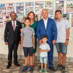 Сотни первоклассников в Кишиневе получили в подарок ранцы со школьными принадлежностями (ФОТО)
