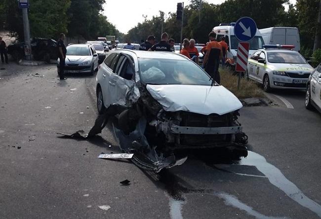 """""""Летел"""" по встречке: пьяный водитель Toyota спровоцировал серьёзную цепную аварию в столице (ФОТО)"""
