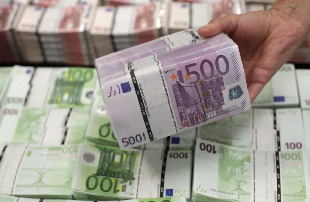 Начало недели ознаменуется ростом евро