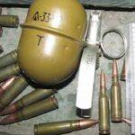 Убираясь в гараже покойного родственника, мужчина нашёл целый боевой арсенал