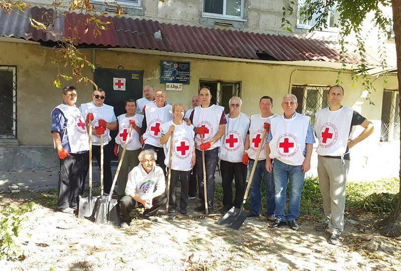 Социалисты помогли убрать и благоустроить территорию Красного Креста на Рышкановке