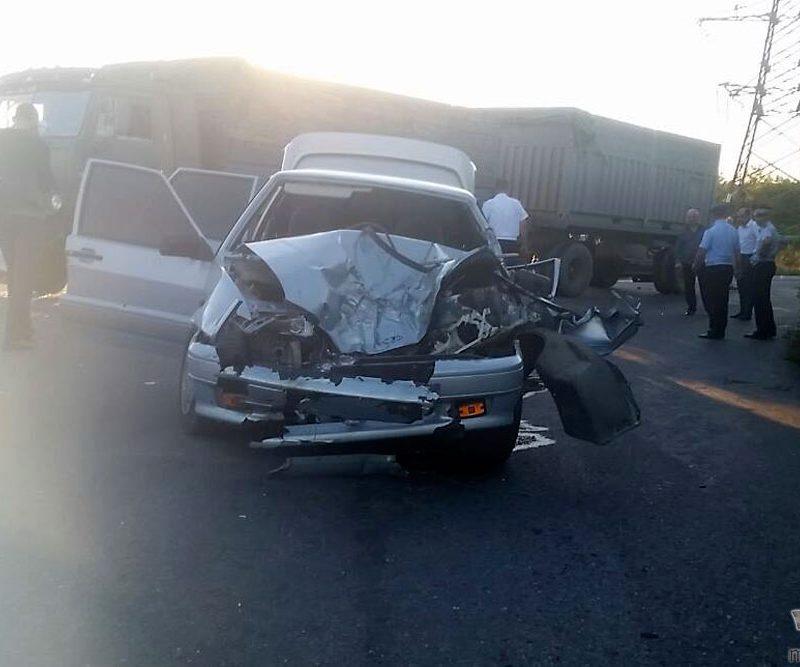 В Тирасполе «Жигули» столкнулась лоб в лоб с КАМАЗом: один человек пострадал (ФОТО)