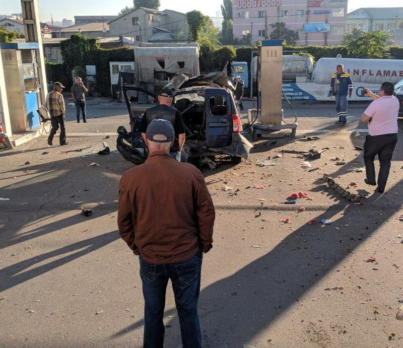 В Кишиневе такси взорвалось во время заправки газом (ФОТО)