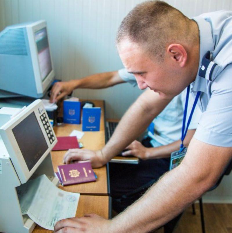 Пограничники задержали двоих молдаван с поддельными документами