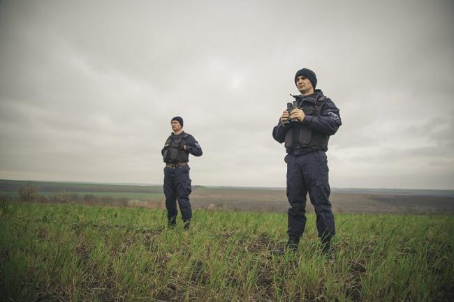 Предприимчивый молдаванин попался на попытке незаконно пересечь границу (ФОТО)