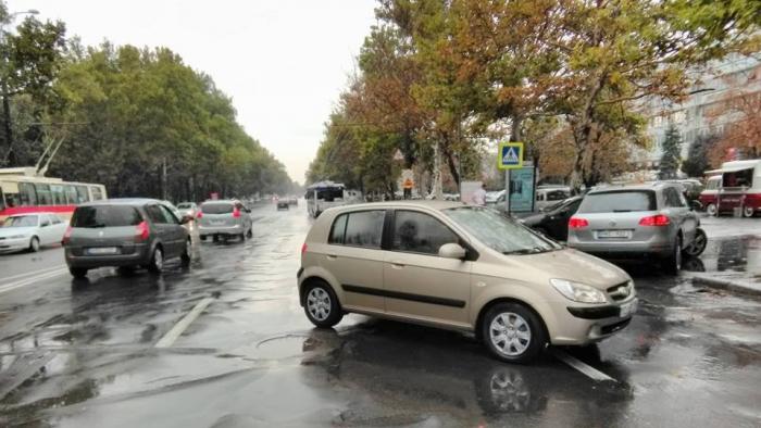 На Буюканах на зебре автомобиль сбил двоих детей (ФОТО)