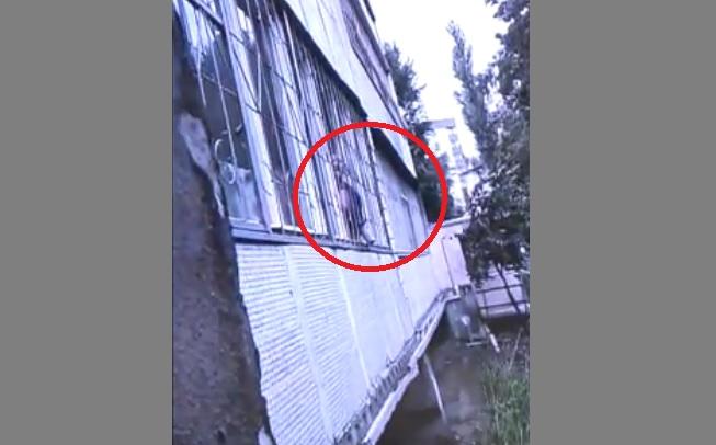 Преступник, взявший в заложники собственную семью в Кишиневе, застрелен в ходе спецоперации (ВИДЕО)