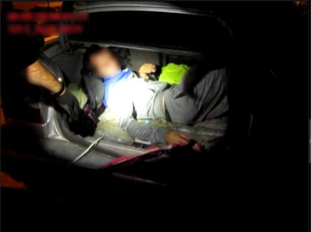 """Молдаванин вёз соотечественника в Украину """"контрабандно"""" в багажнике (ВИДЕО)"""