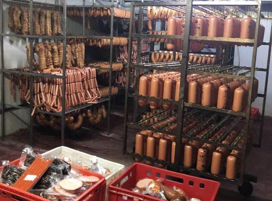 На колбасной фабрике в Крикова обнаружили массу санитарно-ветеринарных и налоговых нарушений (ФОТО)
