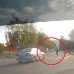 Водитель на желтый, пешеход на красный: опасный инцидент в Кишиневе попал на видео