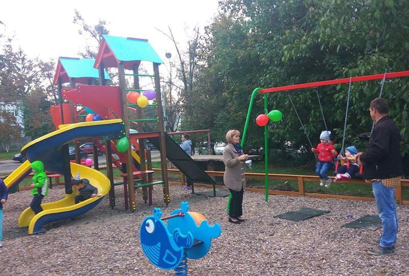 Усилиями социалистов на Ботанике открылась очередная детская площадка (ФОТО)