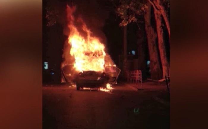 Сгоревшее несколько дней назад в Кишиневе такси во время пожара врезалось в другую машину (ВИДЕО)