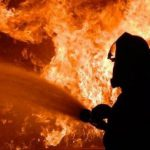 Пожар в многоэтажке на Буюканах: два человека выпрыгнули из окна (ВИДЕО)