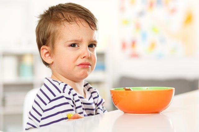 До последней ложки? 10 способов накормить малоежку