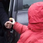 Странный случай в Яловенах: ребенка заманили конфетами и заперли в квартире