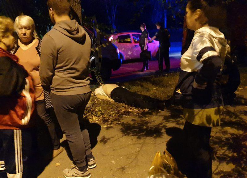 """В Кишиневе посреди улицы умер человек: """"скорая помощь"""" ехала 40 минут (ФОТО)"""