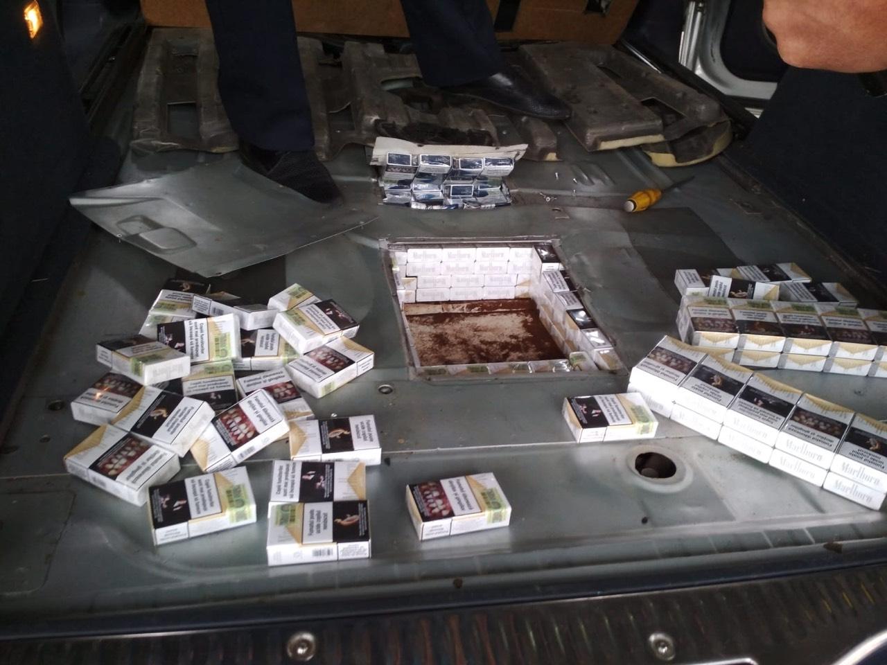 Начиненный сигаретами автомобиль обнаружили таможенники на КПП Скулень (ФОТО)