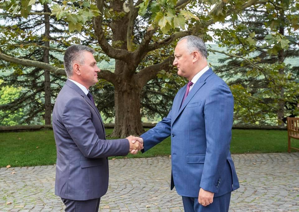 Додон выразил признательность Красносельскому за содействие в разрешении проблемы передвижения граждан