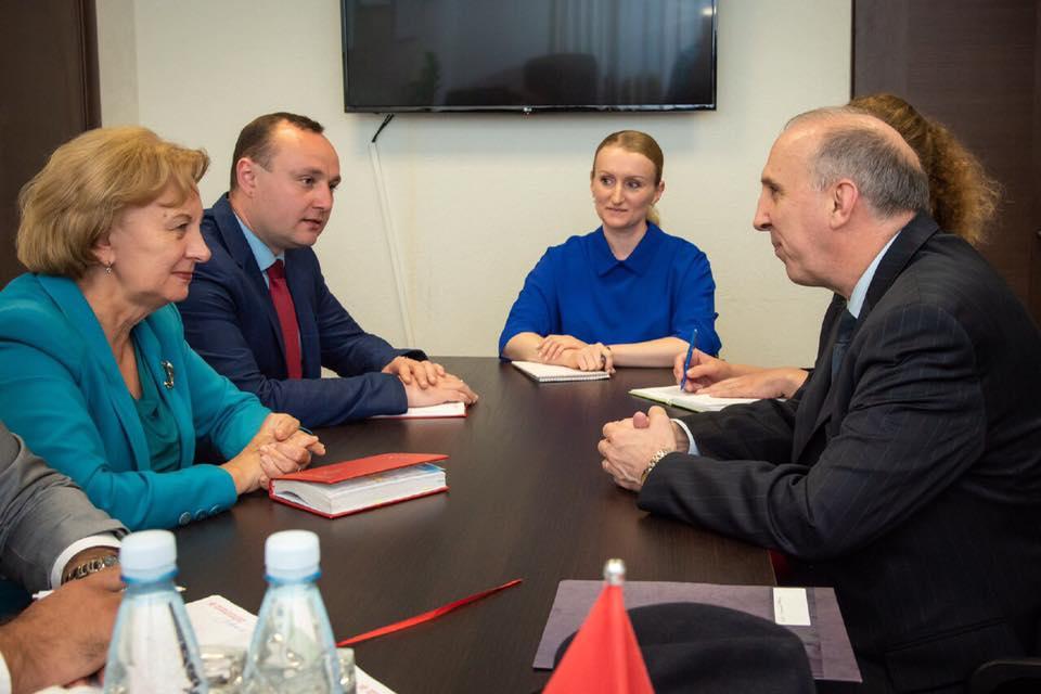 Гречаный на встрече с послом США: Молдова должна вести взвешенную внешнюю политику