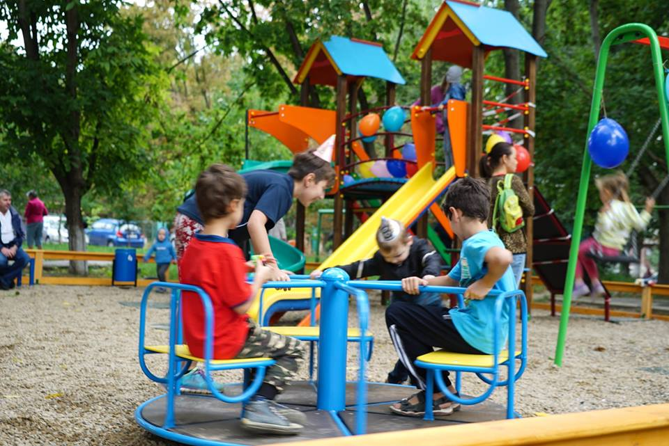 Еще одна детская площадка открыта на Ботанике благодаря социалистам (ФОТО)
