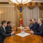 Додон обсудил актуальные проблемы финансово-экономической политики в Молдове с представителями МВФ