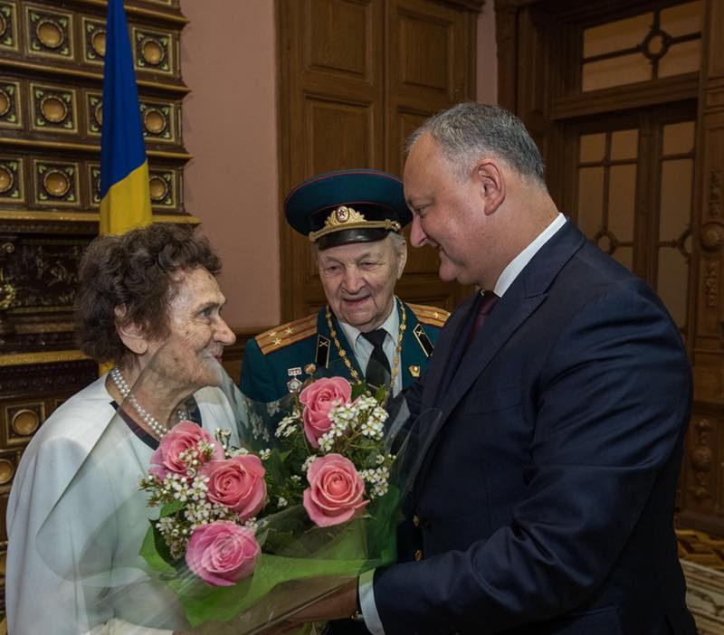 Президент поздравил с 70-летием свадьбы ветерана ВОВ и его супругу (ФОТО, ВИДЕО)
