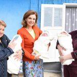 Галина Додон пришла на помощь многодетной семье, в которой недавно родились тройняшки (ФОТО)