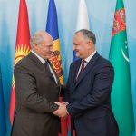 Лукашенко пригласил Додона совершить визит в Минск
