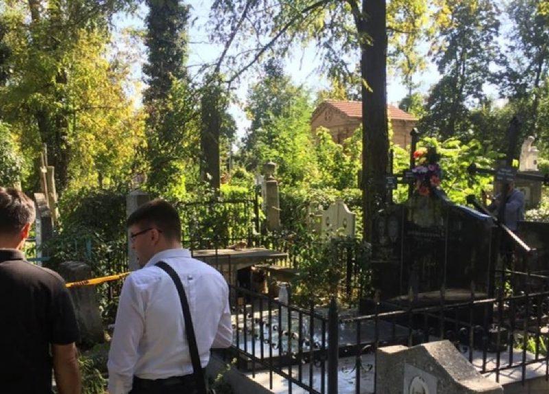 Ужасная находка на Армянском кладбище: среди могил нашли труп мужчины