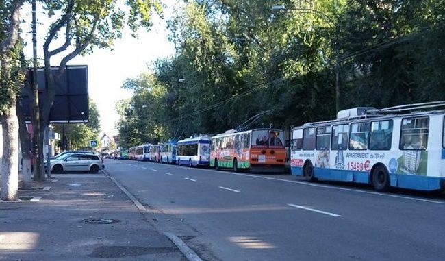 Примэрия грозит уволить виновных в создании утреннего транспортного коллапса в Кишиневе