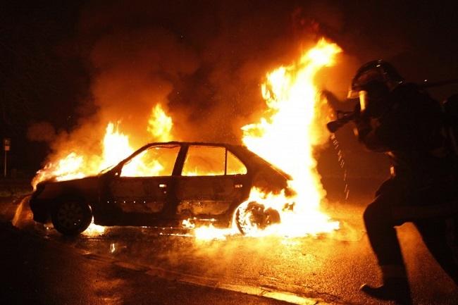 Ужасная трагедия в Кишинёве: мужчина сгорел заживо в собственном автомобиле (ВИДЕО)