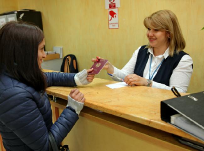 Около 3 000 человек уже подали заявки на выдачу нового паспорта с продлённым сроком действия