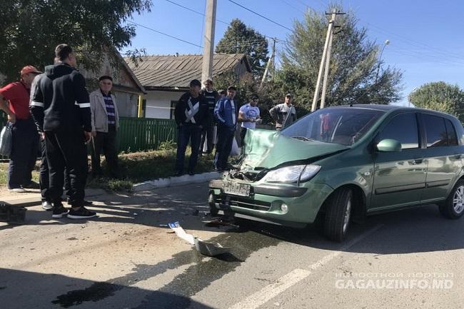 В Комрате произошла серьёзная авария с участием маршрутного автобуса и легковушки (ФОТО)