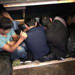 Молдаванин хотел провезти через границу 7 иностранных нелегалов, спрятав их в самодельном отсеке автобуса (ФОТО, ВИДЕО)