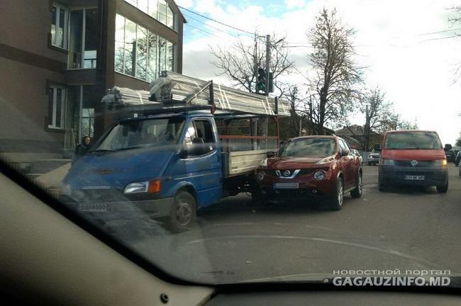 В Комрате произошла авария с участием легкового автомобиля и микроавтобуса