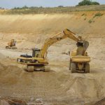 В Кагульском районе человека засыпало песком в карьере: мужчину ищут с самого утра