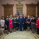 В День учителя лучшие педагоги страны получили награды от президента (ФОТО)