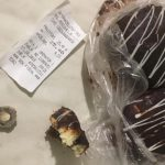 Неприятный сюрприз от производителя: жительница Кишинёва нашла в булочке гайку (ФОТО)