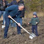 Президент вместе с семьей и сотрудниками своей администрации принял участие в Национальном дне озеленения (ФОТО)