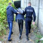 В Кишиневе парень среди улицы напал на женщину и обокрал ее (ВИДЕО)