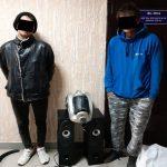 Пылесос, ветродуйка, постельное бельё и колонки: «улов» двух задержанных в столице воров (ВИДЕО)
