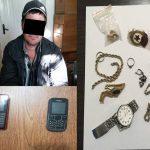 Воспользовавшись невнимательностью хозяина квартиры, вор-рецидивист стащил дорогие украшения и 2 телефона